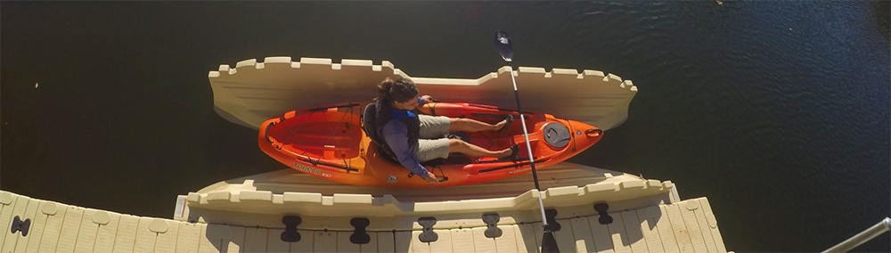 kayak-lady-launching